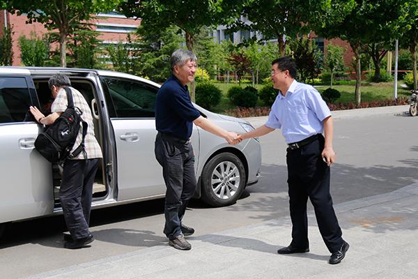 刘树忠校长对考察组的到来表示欢迎